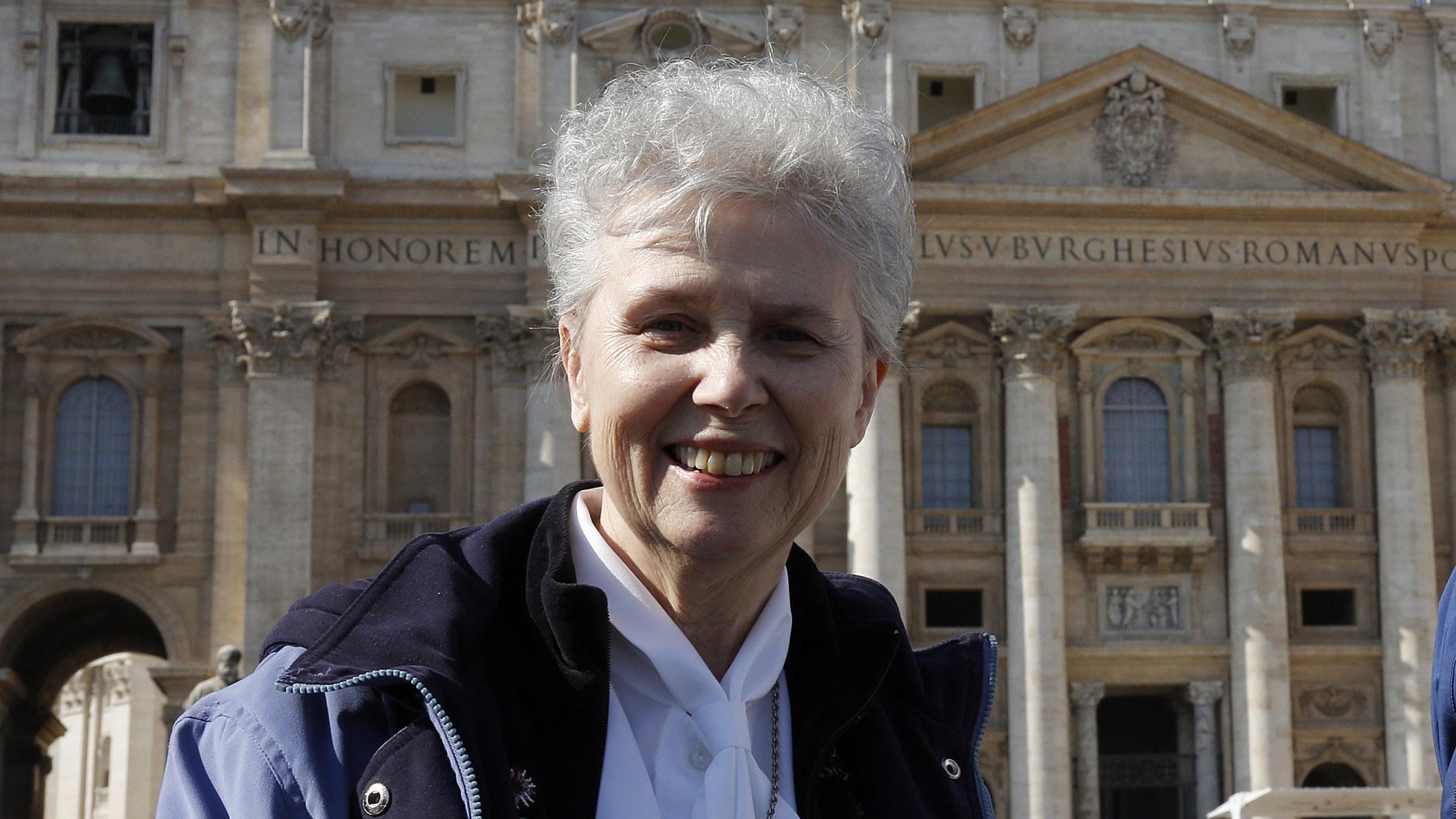 Paven vill utreda kvinnliga diakoner